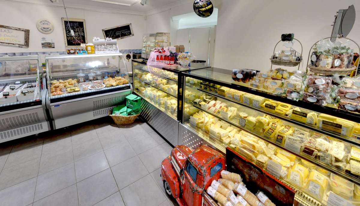 Hunter Valley delicatessen for tasting cheese